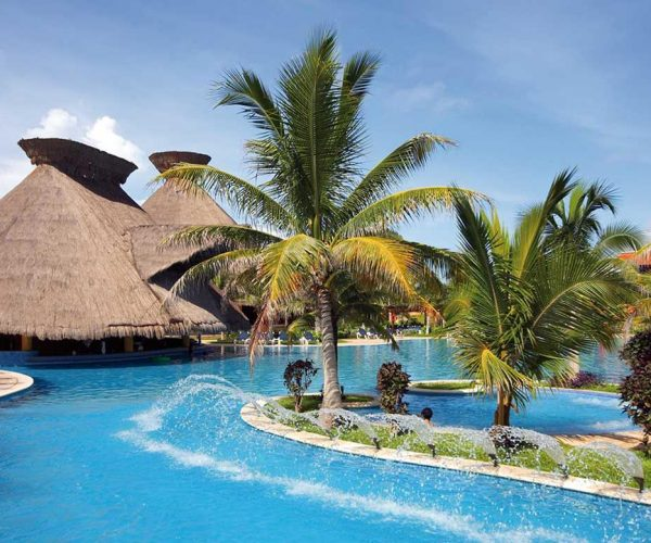 246-swimming-pool-2-hotel-barcelo-maya-colonial_tcm20-35566_w1600_h777_n