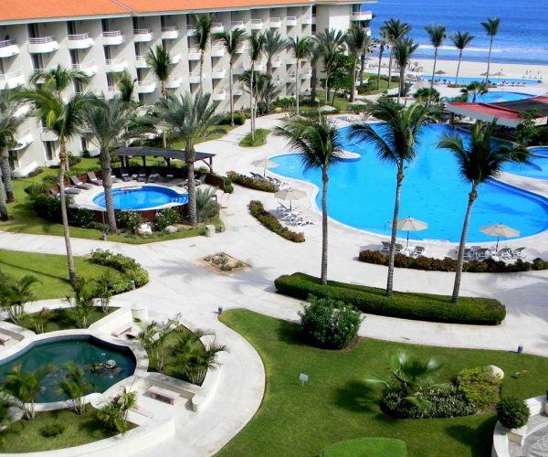 363-swimming-pool-3-hotel-barcelo-grand-faro-los-cabos_tcm7-29415_w1600_n