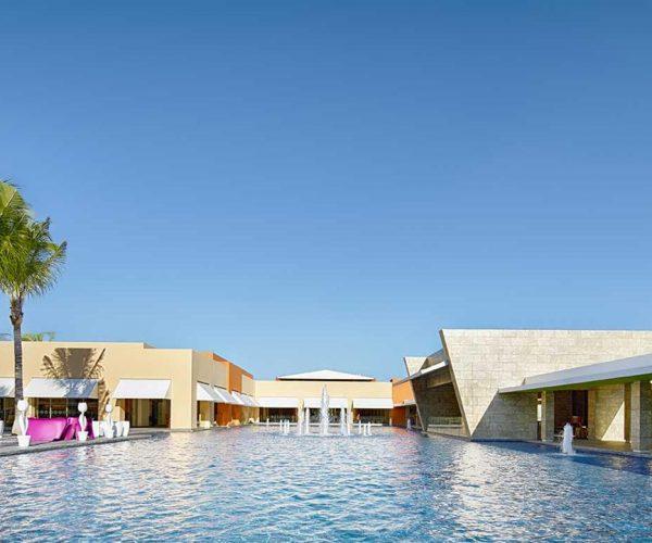 77-swimming-pool-1-hotel-barcelo-maya-beach_tcm20-34984_w1600_h777_n